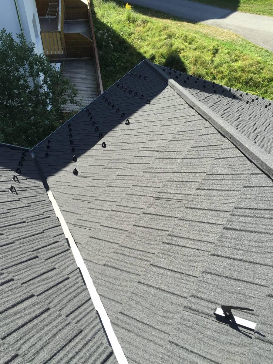r novation sur shingle des toitures de la r sidence le. Black Bedroom Furniture Sets. Home Design Ideas